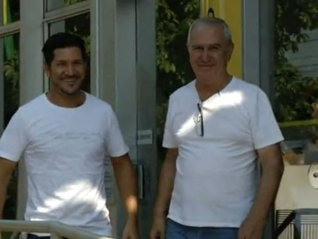 Depois do exemplo de honestidade, homens se tornaram amigos (Foto: Reprodução / TV TEM)