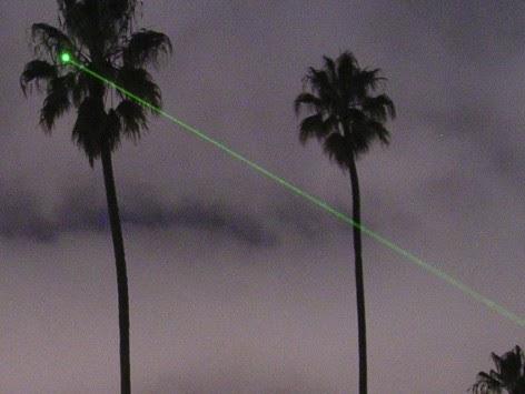 Χρήση λέιζερ στον ουρανό για τη δημιουργία νεφών που θα μπορούν να προκαλέσουν βροχή.