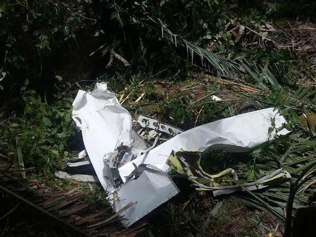 Destroços do avião que caiu em serra de Urubretama, no Ceará (Foto: Carlos Serpa/ Arquivo Pessoal)