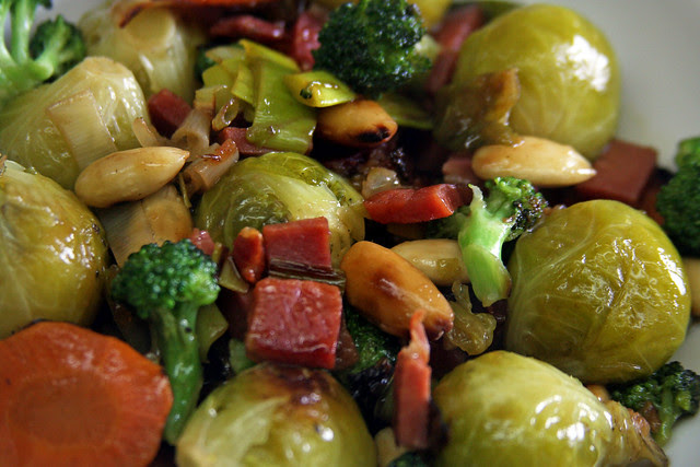 Salteado de Vegetales, jamón y Almendras (24)