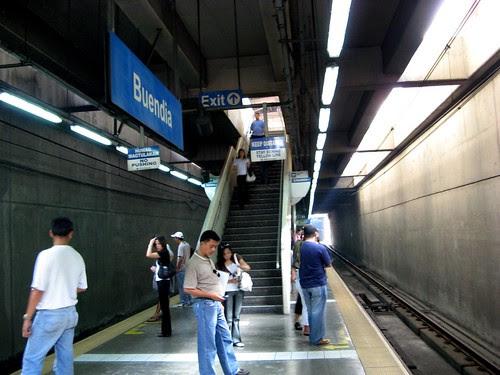 Flickr: Allan Reyes - MRT Buendia