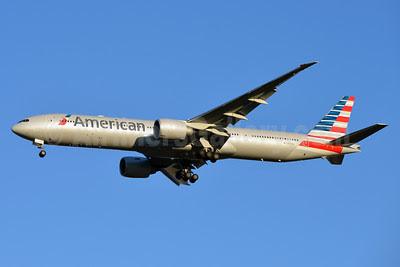 American Airlines Boeing 777-323 ER N717AN (msn 31543) DFW (Brian Peters). Image: 911423.