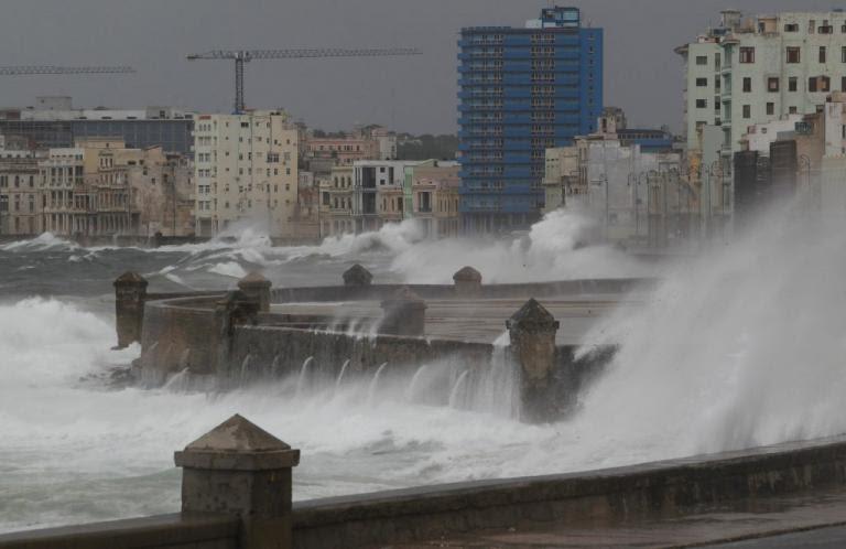 Κυκλώνας Ίρμα: Καταιγίδες «σφυροκοπούν» την Φλόριντα – Πάνω από 6 εκατ. εγκατέλειψαν τα σπίτια τους [pics, vid] | Newsit.gr