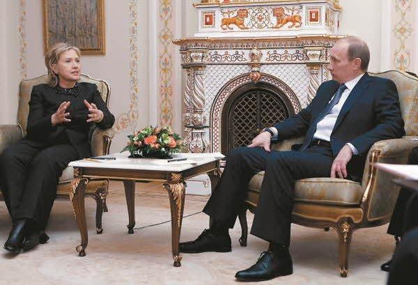 2010년 3월 모스크바에서 푸틴 러시아 대통령과 회동 /김영사 제공, AP Photo, RIA-Novosti, Alexei Nikolsky, Pool
