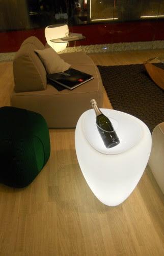 tonin, tonin casa, tavolino luminoso, tavolo portabottiglia, tonin salone del mobile, spiga appendiabiti, spiga luminosa
