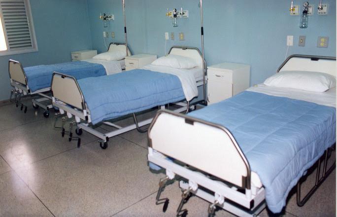 szpitalnym łóżku