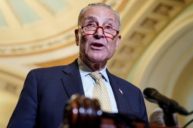 El proyecto de ley de infraestructura bipartidista avanza lentamente en el Senado mientras Schumer se compromete a quedarse hasta que sea aprobado