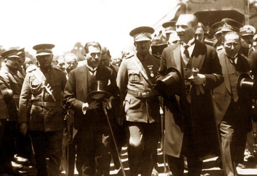 """Résultat de recherche d'images pour """"Atatürk Nedenr Dünya Lideri"""""""