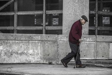 """<p>La mayoría de los ancianos no escoge bien el calzado y esto repercute en su salud general. /<a href=""""https://www.flickr.com/photos/derekmindler/10967676036/"""" title=""""Ir a la galería de Derek Mindler"""" target=""""_blank"""">Derek Mindler</a></p>"""