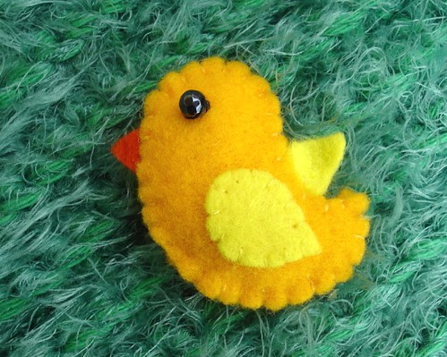 Felt chick brooch