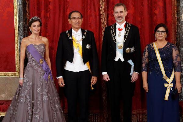 821d5a1cb9 Letizia luce escote en el Palacio Real