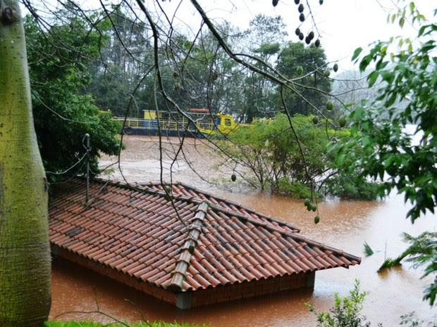 Em Mondaí, Rio Uruguai transbordou e inundou comunidades (Foto: Eliza Suelo/Divulgação)