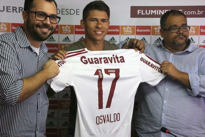 Osvaldo com a camisa do Fluminense (Foto: Nelson Perez / Fluminense FC)