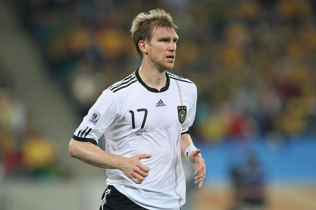 http://i3.mirror.co.uk/incoming/article855067.ece/ALTERNATES/s615/Defenders:+Per+Mertesacker+(Arsenal+FC)