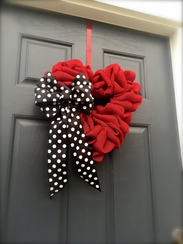 25 Beautiful Outdoor Valentines Decorations Ideas - MagMent