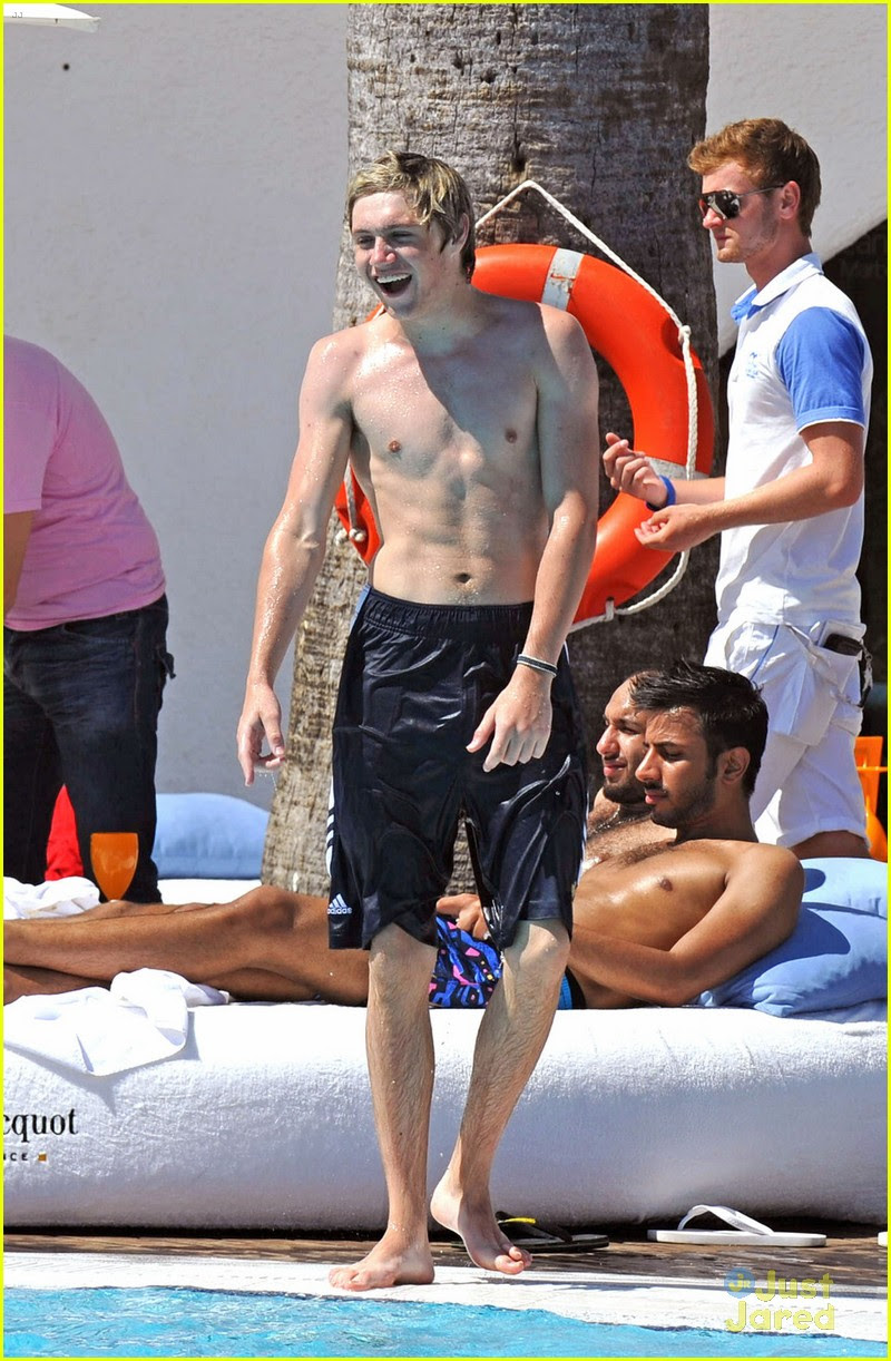 http://cdn03.cdn.justjaredjr.com/wp-content/uploads/pictures/2012/07/horan-shirtless/horan-shirtless-06.jpg