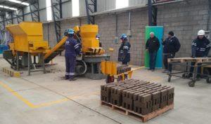 Resultado de imagen para Ceamse inauguraron una fábrica de Ecoladrillos
