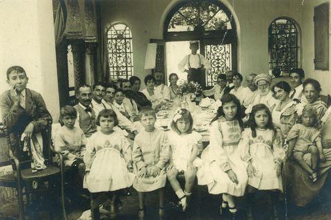 un-repas-de-famille-saint-eugene-1881.jpg