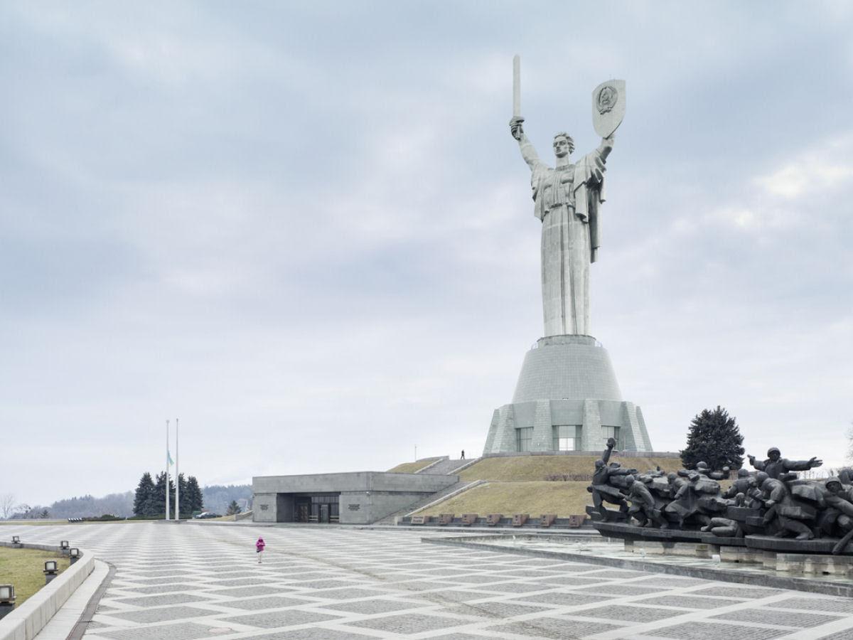 Paisagens alteradas pelas maiores estátuas do mundo 09