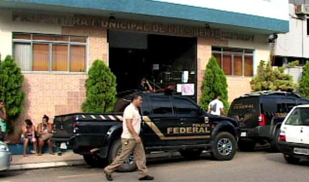 Prefeito de Presidente Kennedy foi preso pela Polícia Federal. (Foto: Reprodução/TV Gazeta)