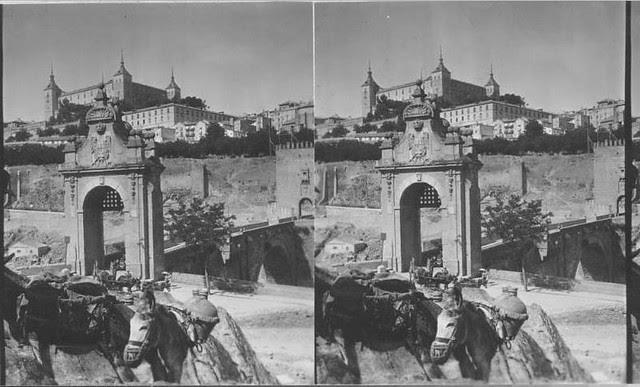 Puente de Alcántara de Toledo. Fotografía estereoscópica tomada el 13 de agosto de 1931 por George Lewis para Keystone Company Co.