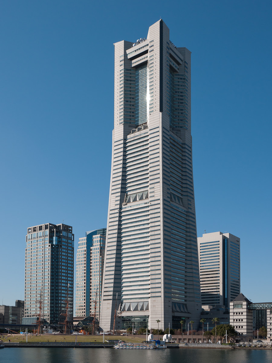 http://upload.wikimedia.org/wikipedia/commons/f/f6/Yokohama-Landmark-Tower-00.jpg