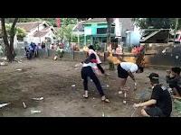 Memeriahkan HUT RI Ke-73 Dusun Curahancar Desa Rambipuji Melibatkan Ibu-ibu Dalam Perlombaan Memasukan Belut Ke-dalam Botol