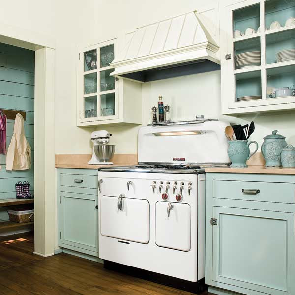 On Trend: Two-Tone Kitchen Cabinets
