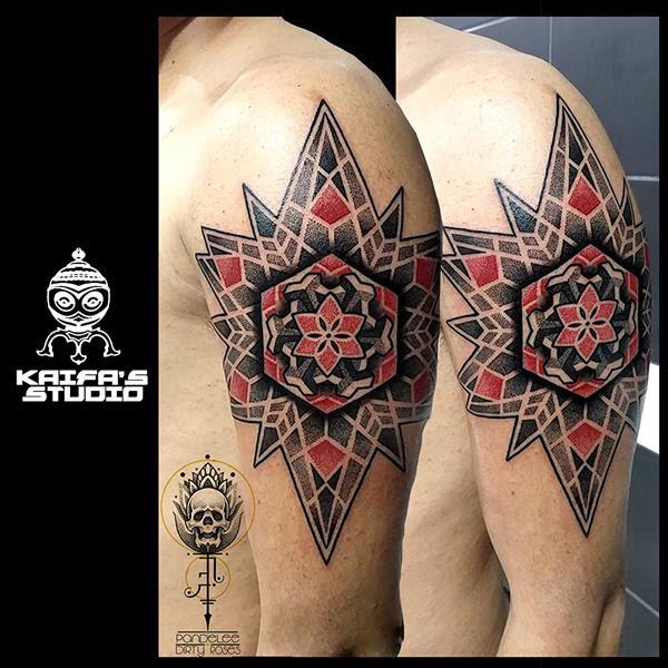 Exagon Y Mandala Negro Y Rojo Dot Work Pande Lee Tatuajes Online