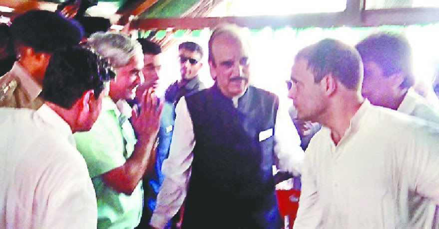 Image result for डीएम ने राहुल के आगे हाथ जोड़े, लौटने को कहा, राहुल गांधी प्रशासन की तमाम रोक के बाद सहारनपुर पहुंचे और पीड़ित परिवारों से मुलाकात की