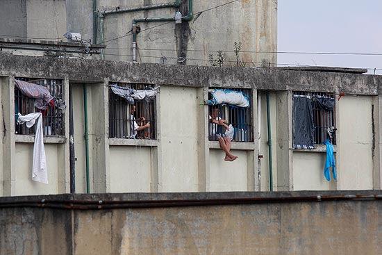 Presos na penitenciária Adriano Marrey, em Guarulhos, na Grande SP