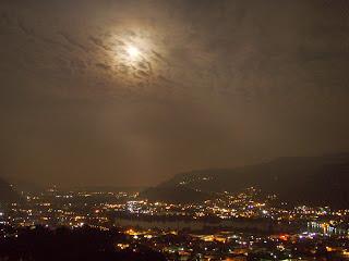 Luna piena sul lago di Olginate fotografata la sera prima