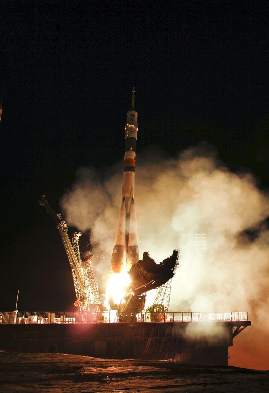 Jun07-2011-SoyuzTMA02M-liftoff-resize800