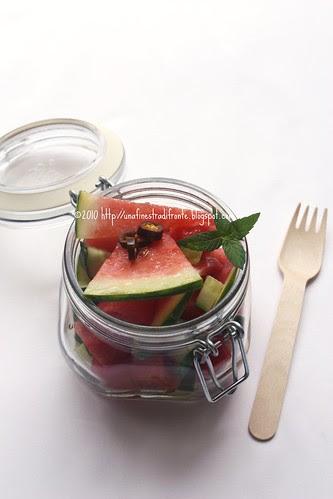 Insalata di anguria, cetrioli e cipolle