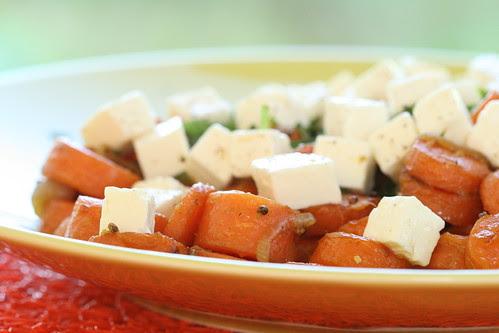 Warm ginger and carrot salad with feta cheese / Ingveriporgandid fetajuustuga