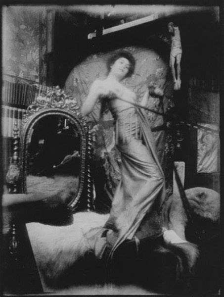 File:Alfons Mucha model in studio 008.jpg