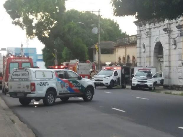 Rebelião em cadeia pública deixa mortos em Manaus (Foto: Luciano Abreu/Rede Amazônica)