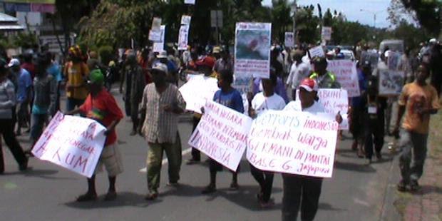Gugat Kasus HAM, Warga Papua Di Manokwari Turun ke Jalan