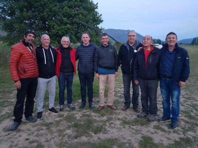 Θεσπρωτία: Ο Γιάννης Γόγολος στο Πεδίο ( Αεροδρόμιο) Μαργαριτίου κατά την άφιξη πέντε ελαφρών αεροσκαφών από τη Γαλλία
