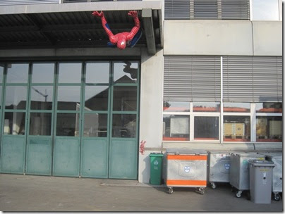 spiderman on his way a