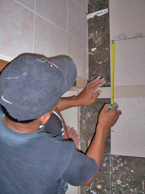 sipilclophedia Cara  mengganti keramik  lantai  kamar mandi