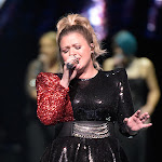 Kelly Clarkson Gives Stunning Take On Brandi Carlile's 'the Joke' - Taste Of Country