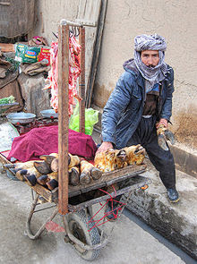 Goat meat seller in the streets of Kabul, Afghanistan. Продавец мяса коз на улицах Кабула, Афганистан. Keçinin kelle paçasını satan seyyar satıcı Kabil, Afganistan. Photo by Paulrudd (February 12, 2010), via Wikipedia, used w/o permission.