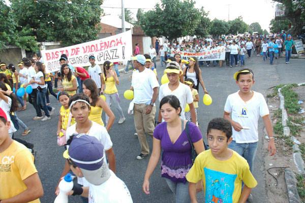 Pelo menos dois mil alunos participaram da manifestação