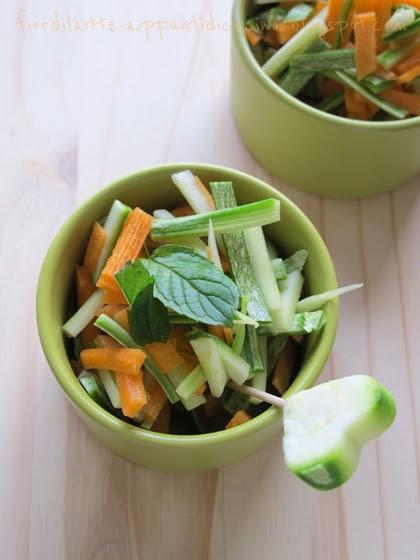 Insalata di zucchine e carote alla menta e limone
