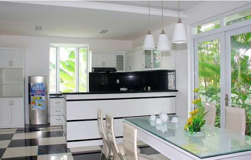 Nhà bếp thì đầy đủ nội thất cho những bữa ăn ngon