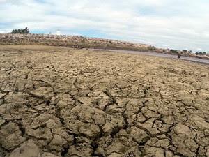 Açude Dourado, em Currais Novos, deve secar nos próximos dias (Foto: Fred Carvalho/G1)
