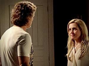Carminha conta a Max que descobriu a verdade sobre Rita (Foto: Avenida Brasil / TVGlobo)