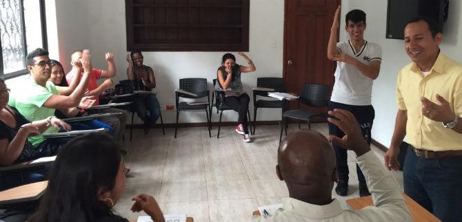 Se inició socialización de lenguaje de señas para funcionarios