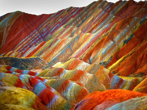 Montanhas coloridas do Parque Geológico Zhangye Danxia, na China (Foto: Xin Ran/Imaginechina)